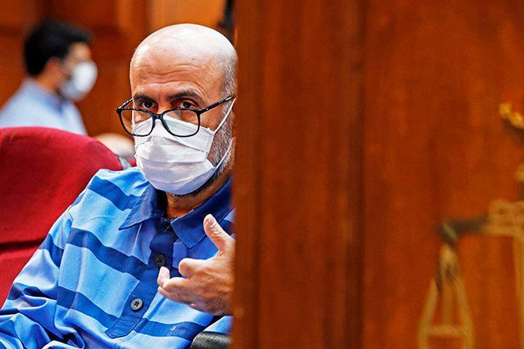 جدال اکبر طبری و نماینده دادستان در دادگاه؛ قبول ندارم و تکذیب می کنم!