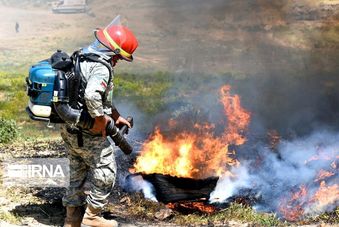خبرنگاران آمادگی ارتش برای مقابله با آتش سوزی های احتمالی خوزستان