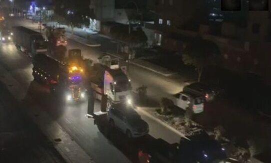 خبرنگاران نیروهای آمریکایی 50 کامیون سوخت از سوریه به عراق قاچاق کردند