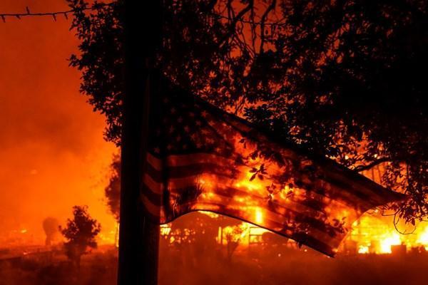 در پی آتش سوزی گسترده کالیفرنیا ، هفت هزار نفر از ساکنان سن دیه گو تخلیه شدند