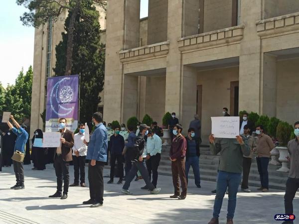 تجمع دانشجویان اصفهانی در اعتراض به واکسن خواری در شهرداری اصفهان